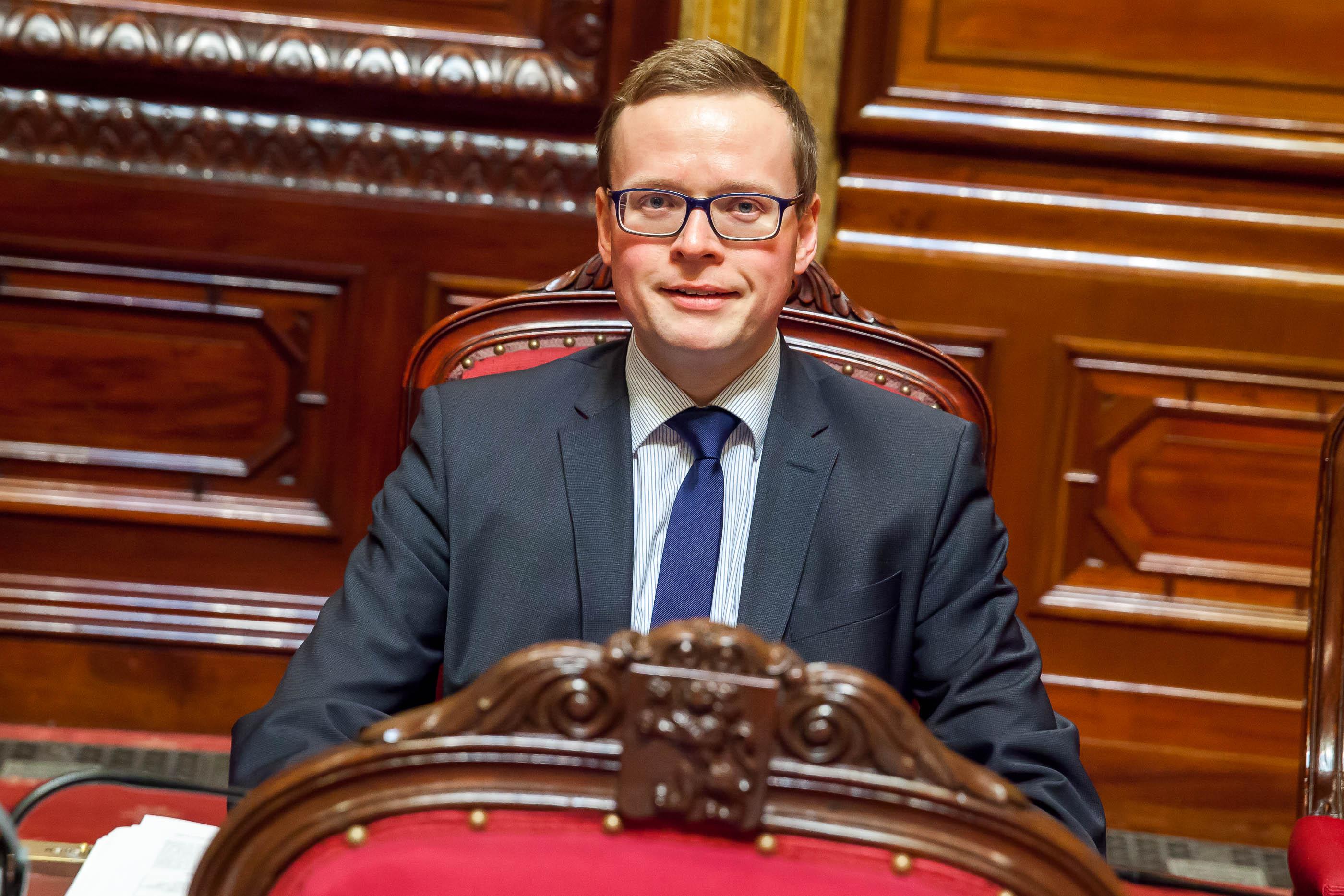 Alexander Miesen a quitté le Sénat pour devenir Président du Parlement germanophone.